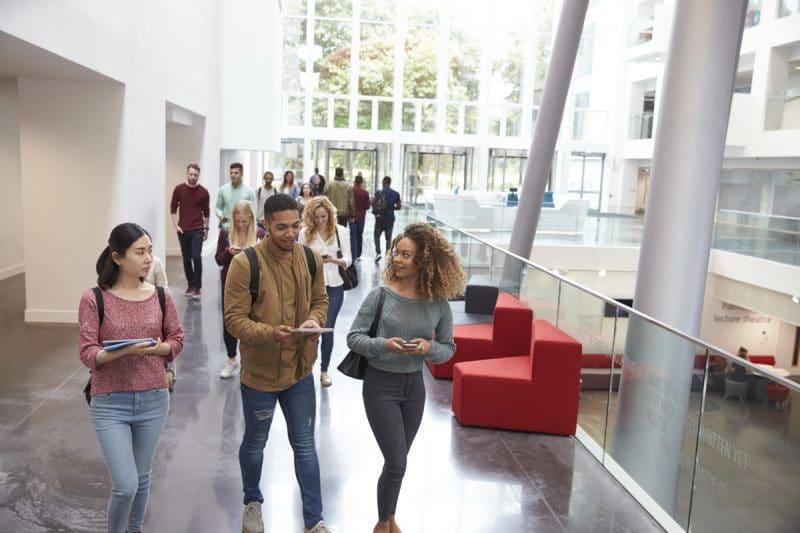 Salon pour étudiants et recherche d'emploi