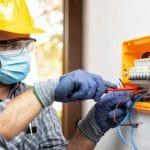 Électricien : rôle, compétences et salaire